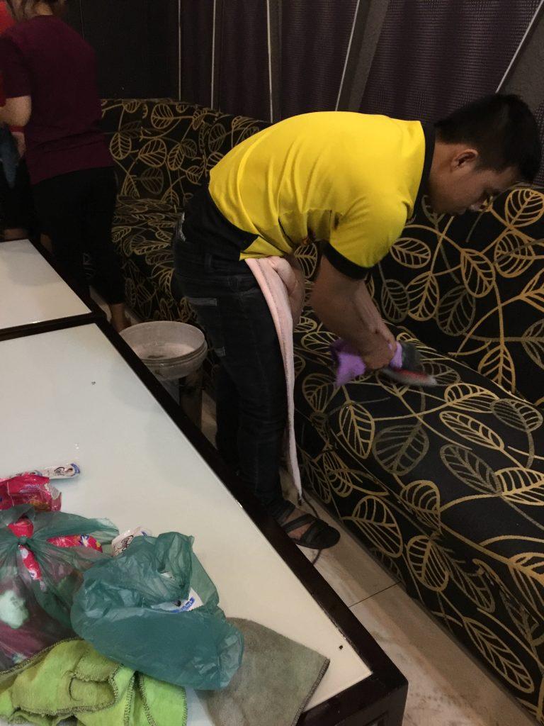 Dịch vụ giặt ghế sofa quán karaoke tại Bình Dương